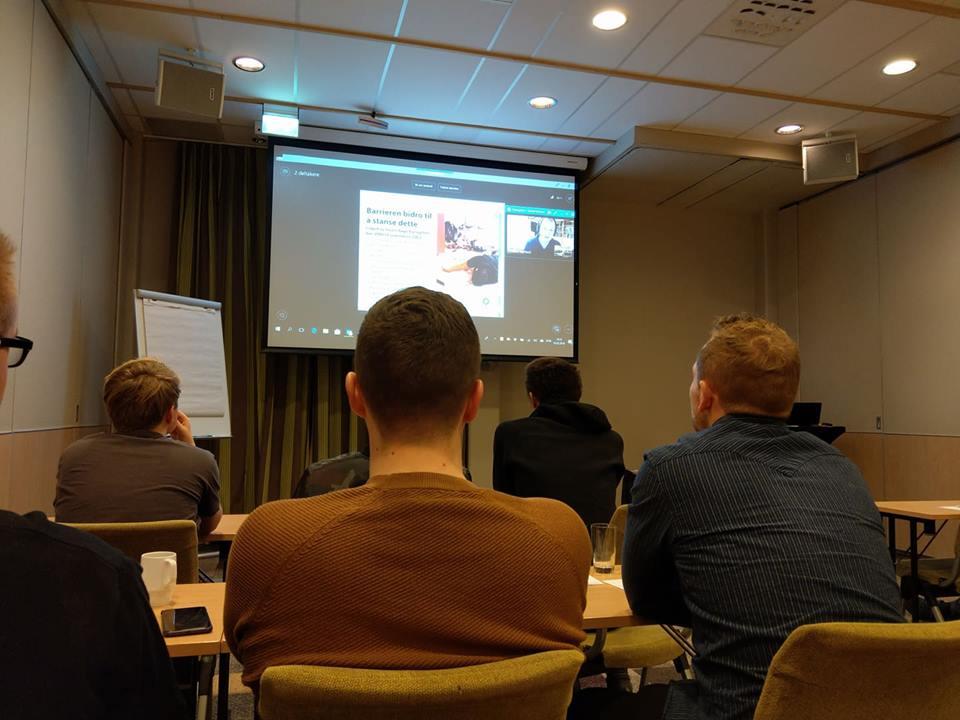 Conrad Myrland, daglig leder i MIFF, holdt to foredrag for deltakerne på konferansen via videolink. (Foto: Kjetil Ravn Hansen)