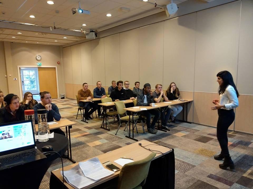Yuval Rahamim holder foredrag for deltakerne på MIFFs ungdomskonferanse. (Foto: Kjetil Ravn Hansen)