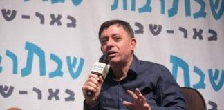 Avi Gabbay i det israelske Arbeiderpartiet mener Netanyahu må trekke seg på grunn av anklagene. (Foto: Facebook)