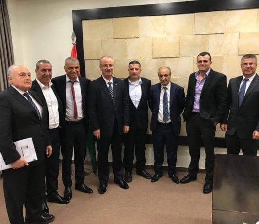 Dette bildet er fra et møte 30. oktober 2017 der Israels finansminister Moshe Kahlon (nr. 3 fra v.) og palestinernes statsminister Rami Hamdallah (nr. 4 fra v.) deltok. (Twitter)