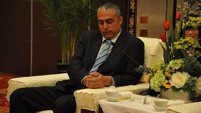 Den palestinske diplomaten Abdallah Abushawesh skryter av at han selv kastet stein på israelske soldater.