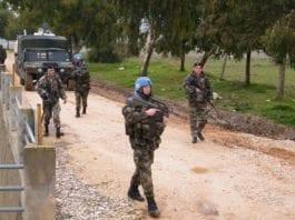 En patrulje av irske og libanesiske soldater på grensen til Israel. (Foto: Wikipedia Commons)