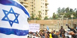 Immigranter fra Eritrea demonstrerer mot at de blir uttransportert fra Israel til Afrika. (Foto: Ben Kelmer/Flickr)