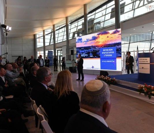 Benjamin Netanyahu taler på åpningen av den nye fløyen på Ben Gurion-flyplass torsdag 15. februar. (Foto: GPO/Flickr)