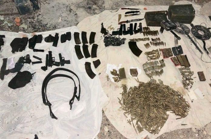 Israelske styrker beslagla sju våpen, fire kommandokniver og tusenvis av kuler. (Foto: IDF)