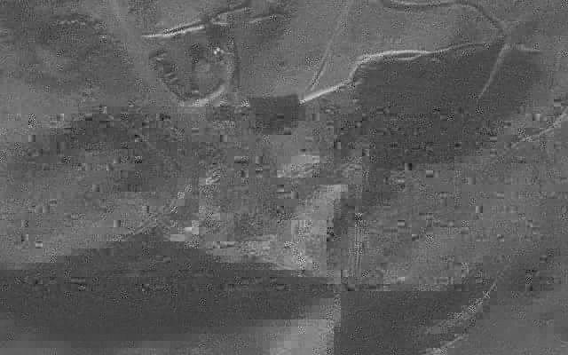 Satellittbilde av den syriske atomreaktoren før den ble angrepet og ødelagt av israelske jagerfly. (Foto: Det israelske forsvaret)