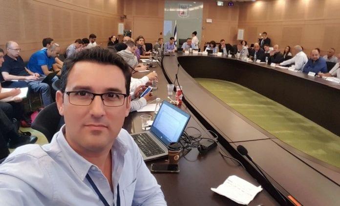 Eitan Ginzburg er valgt til ordfører i Ra'anan. Han blir den første åpent homofile ordføreren i Israel. (Foto: Privat/Facebook)