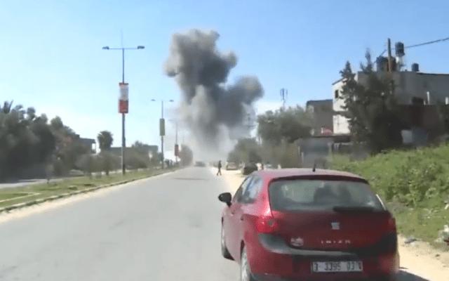 En bombe gikk av ved kortesjen til den palestinske statsministeren Rami Hamdallah. (Foto: Skjermdump)