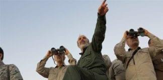 Irans militære leder, generalmajor Mohammad Bagheri, følger med på frontlinjen i Syria i 2017. (Foto: Det syriske militæret)