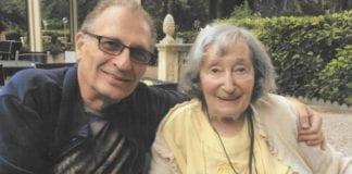 Mireille Knoll ble brutalt myrdet i sitt eget hjem. Her fotografert sammen med sønnen sin. (Foto: Privat)
