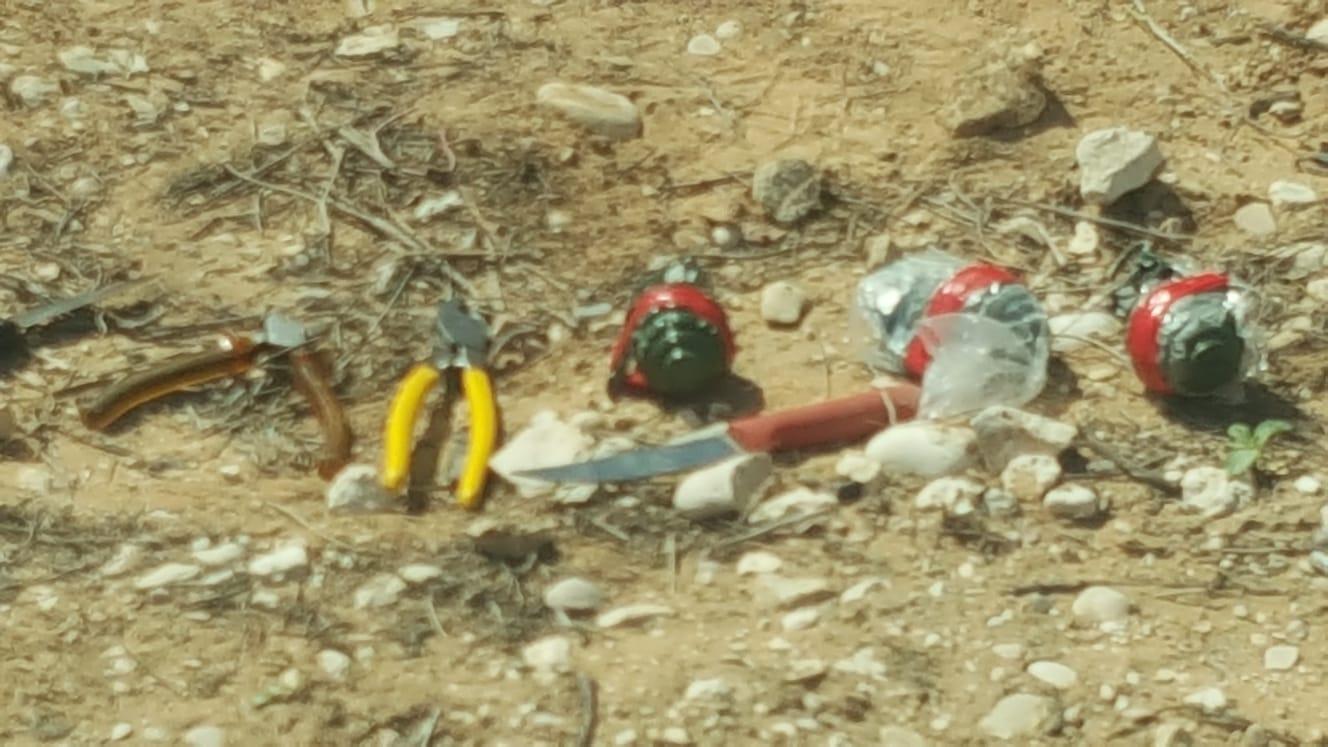 Tre palestinere fra Gaza ble pågrepet inne i Israel med kniver og håndgranater. (Foto: Det israelske politiet)