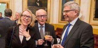 Kjell Magne Bondevik (t.h.) sammen med Kåre Willoch og Anniken Huitfeldt i et jubileumsseminar for Utenriks- og forsvarskomiteen på Stortinget 19. januar 2017. (Foto: Stortinget)