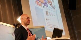 Arsen Ostrovsky, direktør for The Israeli-Jewish Congress, snakket om å forsvare Israel i sosiale medier. (Foto: Bjarte Bjellås)