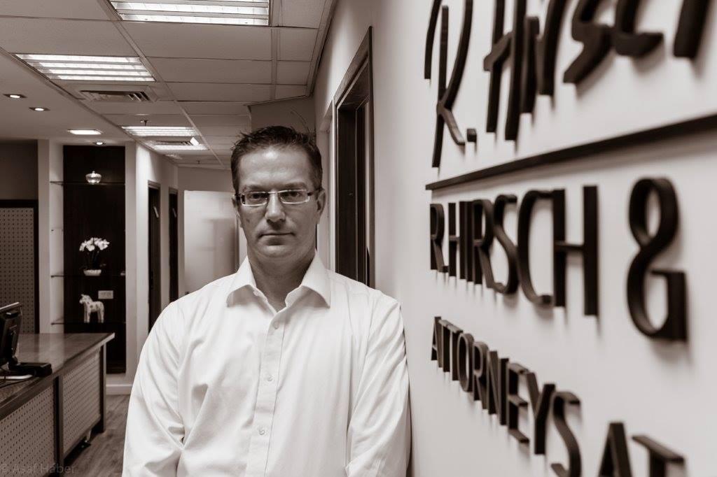 Ran Hirsch har vært med og startet selskapet. Han har en datter som er diabetiker.