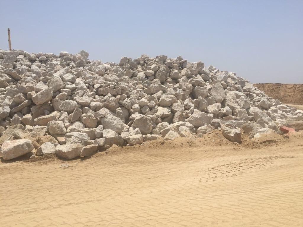 Disse steinene vil bli brukt i byggingen av barrieren. (Foto: Forsvarsdepartementet)