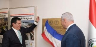 Paraguays president Horacio Cartes avduker landets ambassade i Jerusalem sammen med Benjamin Netanyahu. (Foto: Amos Ben Gershom/Flickr)