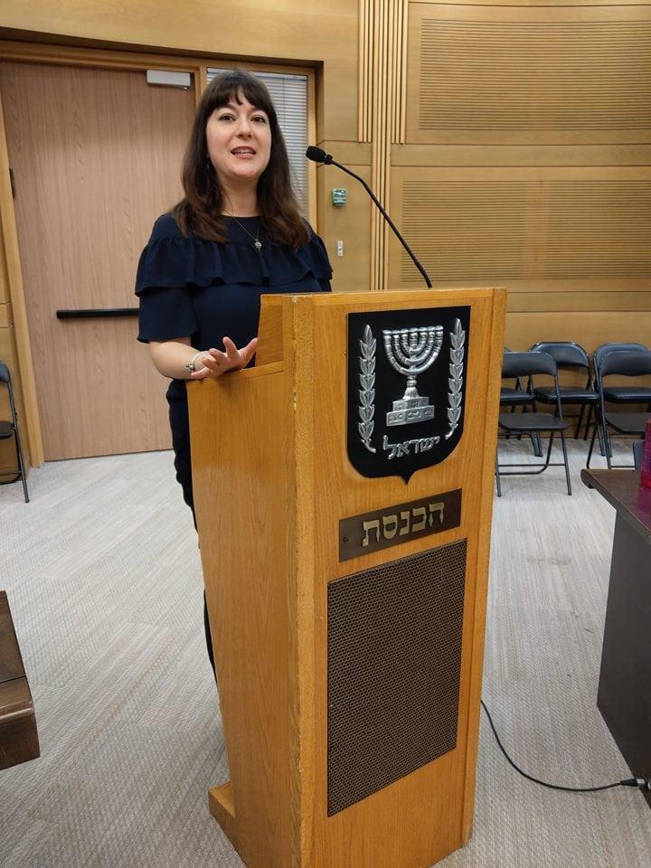 Lahav Harkov, journalist i Jerusalem Post, holdt foredrag for MIFF-gruppen. (Foto: Kjetil Ravn Hansen)