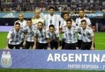 De argentinske spillerne blir slaktet av journalister i hjemlandet etter at kampen mot Israel ble avlyst. (Foto: Twitter)