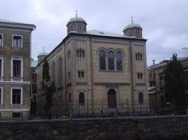 Tre menn er dømt for å ha angrepet synagogen i Gøteborg med brannbomber i desember i fjor. (Foto: Wikimedia)