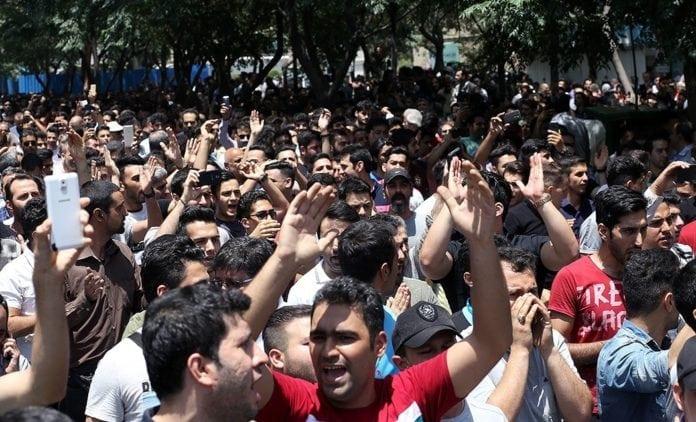 Iranere demonstrerer mot landets regime i hovedstaden Teheran 25. juni 2018. (Foto: Omid Vahabzadeh/Wikipedia)