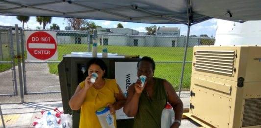 Watergen blir her brukt i USA for å gi innbyggerne rent drikkevann etter orkanene Harvey og Irma. (Foto: Watergen)