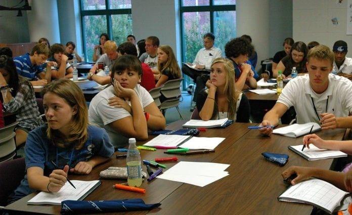 Titusenvis av norske skoleelever vil bli servert hva de som vil boikotte Israel tenker om konflikten. (Illustrasjonsfoto: Lead Beyond, flickr)