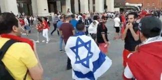 En israelsk fotballsupporter ble trakassert av en gruppe tunisiske fotballsupportere i Moskva under fotball-VM. (Foto: Skjermdump Facebook)