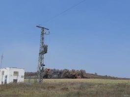 Denne kraftlinjen ble kuttet av en granat skutt ut fra Gazastripen. (Foto: COGAT/Facebook)