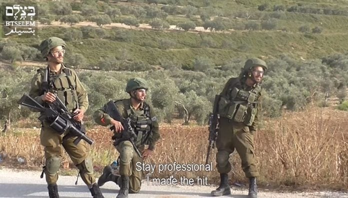 Israelske soldater filmet av BTselem på Vestbredden i april 2018. (Skjermdump fra YouTube)