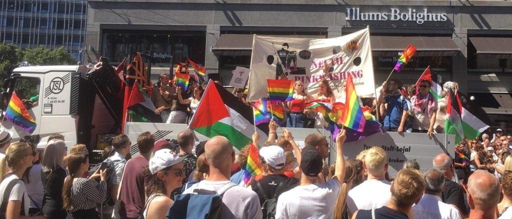 Det manglet ikke palestinske flagg i Pride-paraden. (Foto: Privat)