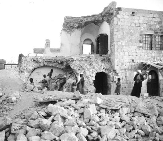 Dette bolighuset på Oljeberget var et av mange bolighus som ble ødelagt av det store jordskjelvet i 1927. (Foto: Wikipedia)