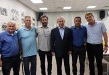 Benjamin Netanyahu møtte lederne for flere av lokalsamfunnene langs Gaza-grensen i byen Sderot. (Foto: Haim Zach/GPO)