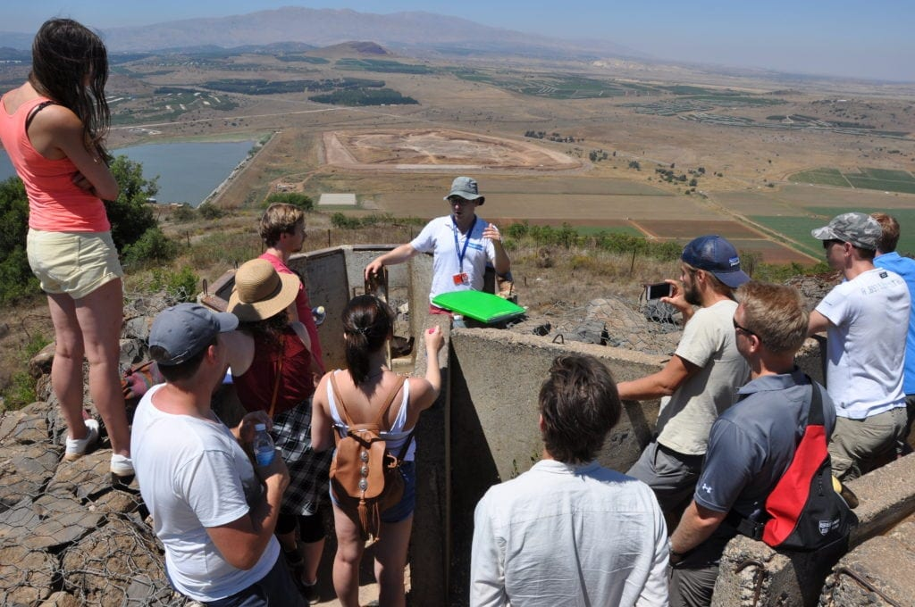 Fjelltoppen Mount Bental på Golan-høyden. Syria i bakgrunnen. (Foto: Kjetil Ravn Hansen)