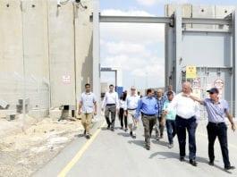 Grenseovergangen Kerem Shalom er stengt av. Israel håper det vil presse Hamas til å slutte å sende branndrager inn mot Israel. (Foto: Wikipedia)