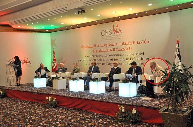 Corbyn (t.h.) deltok på konferansen sammen med blant andre flere av lederne i Hamas.