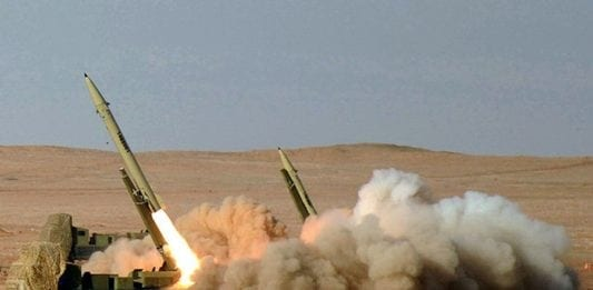 Den iranske revolusjonsgarden skyter Fateh-110-missiler under en øvelse. (Foto: Wikipedia)