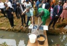 Vannfiltreringssystemet til NUFiltration gjør forurenset vann om til rent drikkevann. (Foto: NUFiltration)