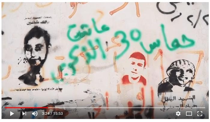 «30 år siden opprettelsen av Hamas,» sier graffiti-teksten. Var Operasjon Dagsverk klar over at de tok med markering av jubileet til en terrororganisasjon i sin film rettet mot norske skoleelever? (Skjermdump fra filmen «Frihet til å leve» på Operasjon Dagsverks YouTube-side)