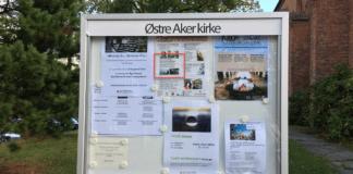 Fotoutstillingen «Mellom Murene» henger i Østre Aker kirke. (Foto: Nikolai Sandved)
