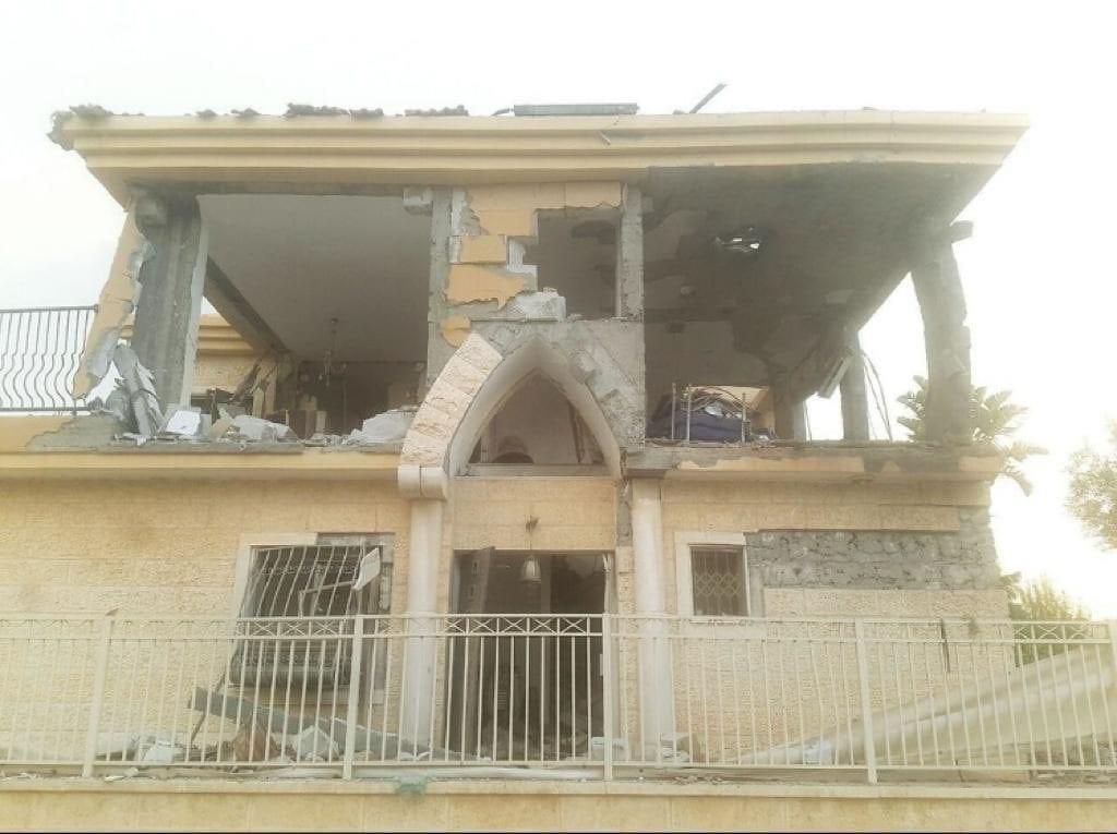 Terrorraketten mot Beersheba rammet boligen som huset en mor og tre barn. (Foto: IDF)