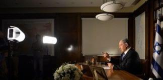 Israels statsminister Benjamin Netanyahu blir intervjuet på sitt kontor i Jerusalem. (Foto: Kobi Gideon/GPO)