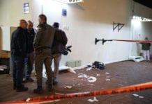 Fire politibetjenter ble skadet da en terrorist i 20-årene gikk til angrep med kniv ved denne politistasjonen. (Foto: Politiet)