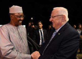 Det var et hjertelig møte mellom Tsjads president Idriss Déby og Israels president Reuven Rivlin. (Foto: Chaim Zach/GPO)