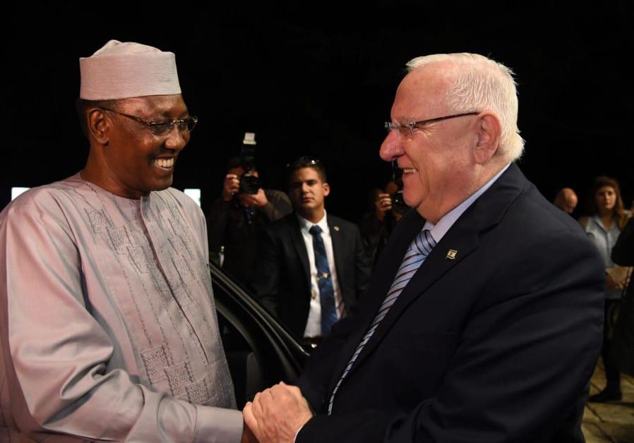 Det var et hjertelig møte mellom Déby og Israels president Reuven Rivlin. (Foto: Chaim Zach/GPO)