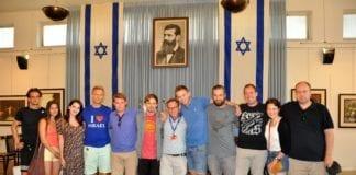 Deltakere og reiseledere i Independence Hall i Tel Aviv sommeren 2018.
