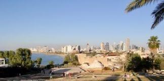 Fra Jaffa er det flott utsikt mot Tel Aviv. Mens Jaffa er flere tusen år gammel er Tel Aviv bare 109 år. (Foto: Bjarte Bjellås)