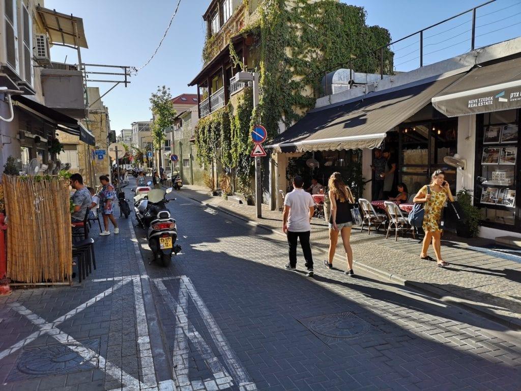 Neve Tzedek er et av Tel Avivs eldste, men samtidig hippeste, nabolag. De siste årene har området blitt renovert og oppgradert. (Foto: Bjarte Bjellås)