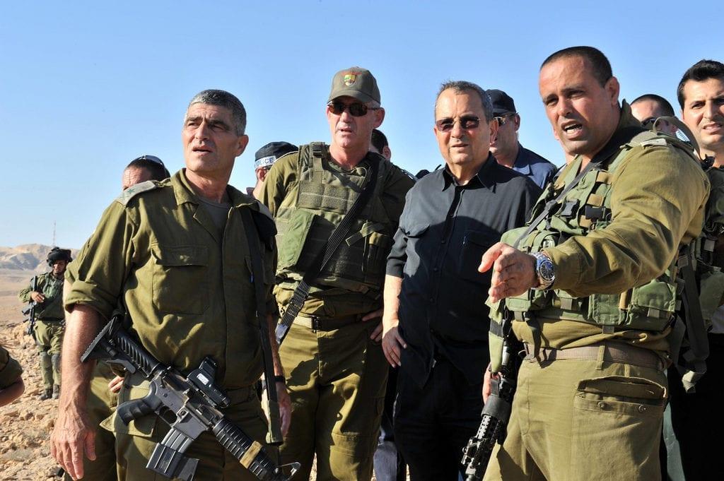 Generalmajor Tamir Yadai (t.h.) advarer mot at neste krig vil bli langt mer kompleks enn tidligere kriger. (Foto: IDF)