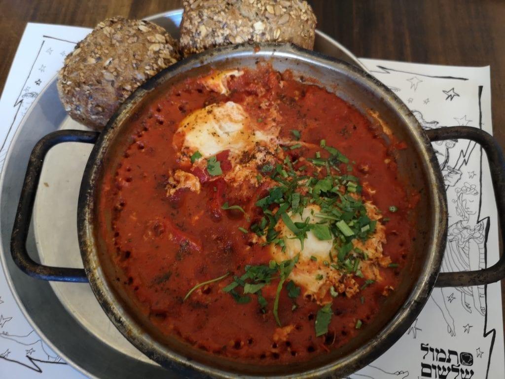 Shakshuka er en nasjonalrett i Israel, der den for det meste spises som frokost. (Foto: Bjarte Bjellås)