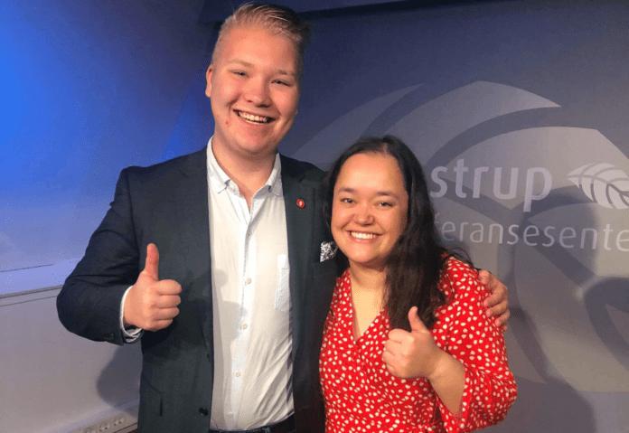 Fylkesformann Eivind W. Kårbø og første nestleder Sandra Kim Eldevik fra Akershus FpU. (Foto: Privat)